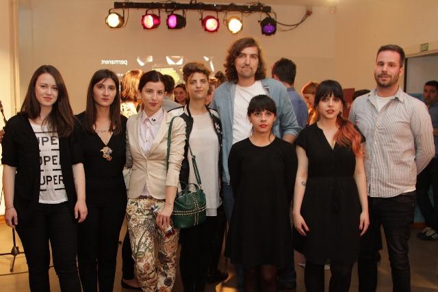 grupa mladih umetnika autora dela koja su predstavljena na izlozbi