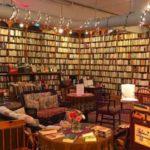 Брилијантна инсталација на една книжарница во САД впечатливо го илустрира родовиот јаз