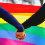 Како потрошувачите и прифаќаат и реагираат на рекламите со ЛГБТ тематика