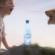 Познатата ретро реклама од 1991 година на водата Периер добива современ римејк
